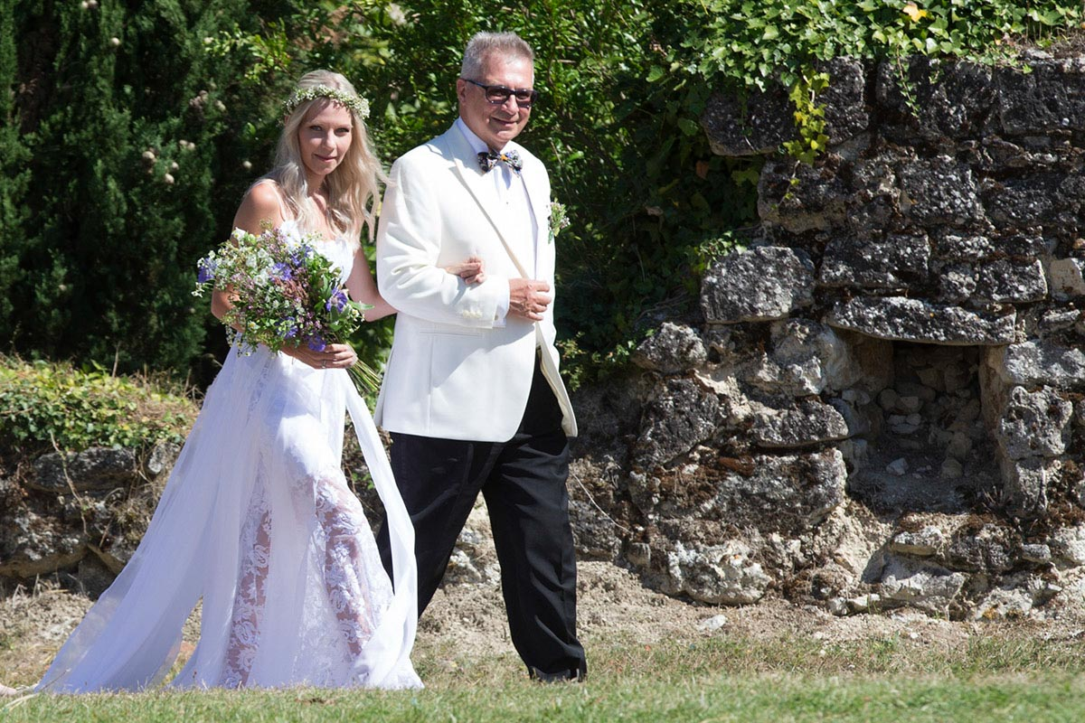 Bride and father walk dow the lisle. France